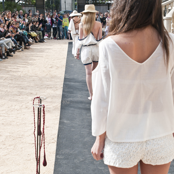 15colgadasdeunapercha_fashion_revolution_day_barcelona_moda_sostenible_ecologica_pasarela_desfile_sustainable_fashion_miu_sutin_eva_y_noelia_12