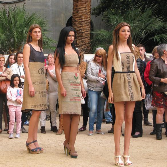 15colgadasdeunapercha_fashion_revolution_day_barcelona_moda_sostenible_ecologica_pasarela_desfile_sustainable_fashion_sylvia_calvo_bcn_7