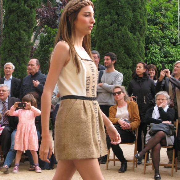15colgadasdeunapercha_fashion_revolution_day_barcelona_moda_sostenible_ecologica_pasarela_desfile_sustainable_fashion_sylvia_calvo_bcn_8