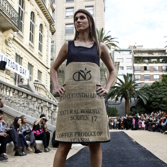 15colgadasdeunapercha_fashion_revolution_day_barcelona_moda_sostenible_ecologica_pasarela_desfile_sustainable_fashion_sylvia_calvo_bcn_9