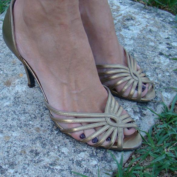 15colgadasdeunapercha_preboda_prewedding_short_dress_vestido_corto_paillettes_dorado_gold_marta_r_9