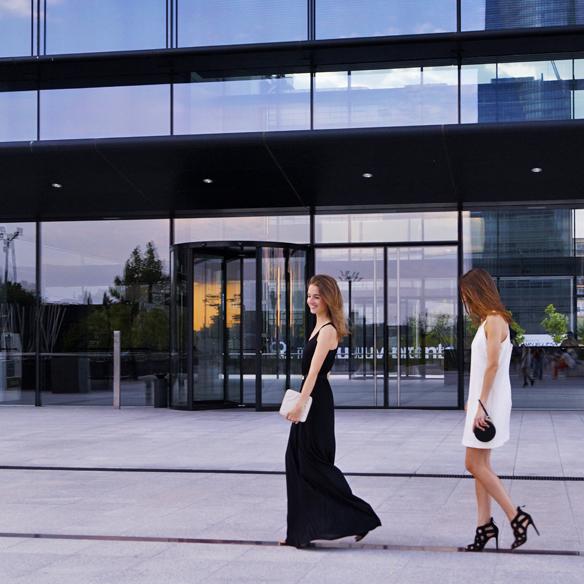 15colgadasdeunapercha_blanco_y_negro_black_and_white_vestidos_dresses_sin_complementos_no_accessories_ale_corsini_laura_pol_2