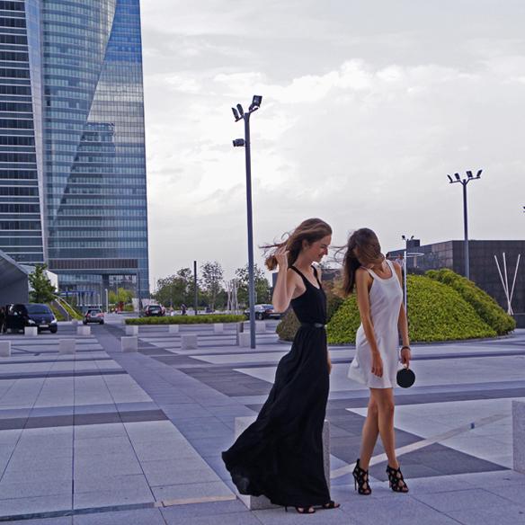 15colgadasdeunapercha_blanco_y_negro_black_and_white_vestidos_dresses_sin_complementos_no_accessories_ale_corsini_laura_pol_4