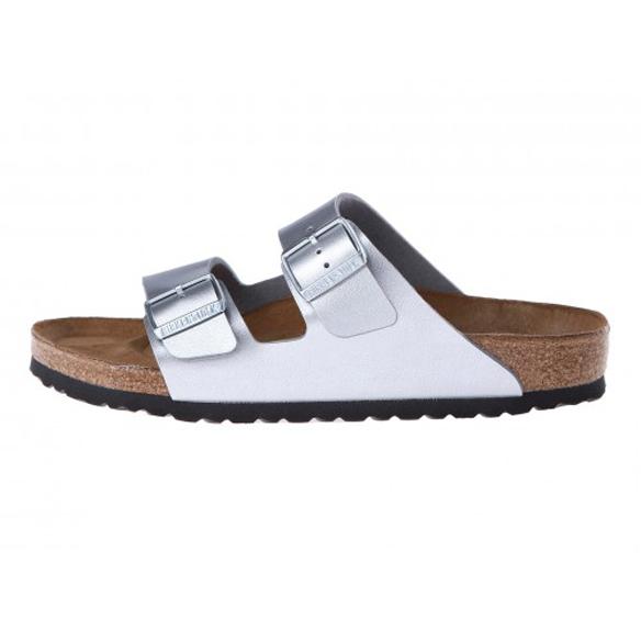 15colgadasdeunapercha_closet_musta_sandalias_sandals_ugly_shoes_birkenstock_black_negro_white_blanco_silver_plateado_1