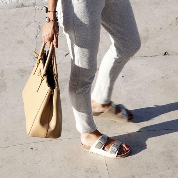 15colgadasdeunapercha_closet_musta_sandalias_sandals_ugly_shoes_birkenstock_black_negro_white_blanco_silver_plateado_4