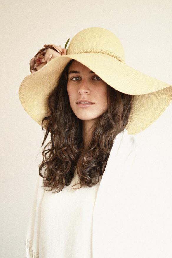 15colgadasdeunapercha_con_cabeza_y_a_lo_loco_tocados_coronas_diademas_canotiers_pamelas_turbantes_sombreros_headdresses_eliurpi_2