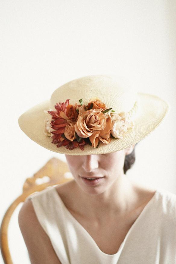 15colgadasdeunapercha_con_cabeza_y_a_lo_loco_tocados_coronas_diademas_canotiers_pamelas_turbantes_sombreros_headdresses_eliurpi_4
