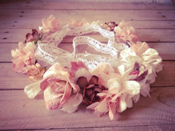 15colgadasdeunapercha_con_cabeza_y_a_lo_loco_tocados_coronas_diademas_canotiers_pamelas_turbantes_sombreros_headdresses_hip_and_love_2