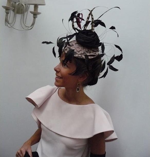 15colgadasdeunapercha_con_cabeza_y_a_lo_loco_tocados_coronas_diademas_canotiers_pamelas_turbantes_sombreros_headdresses_mimoki_5