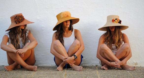15colgadasdeunapercha_con_cabeza_y_a_lo_loco_tocados_coronas_diademas_canotiers_pamelas_turbantes_sombreros_headdresses_nana_golmar_5