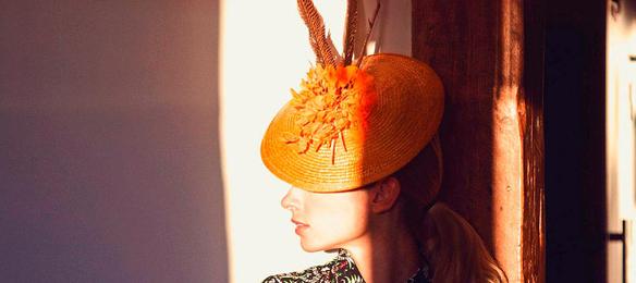 15colgadasdeunapercha_con_cabeza_y_a_lo_loco_tocados_coronas_diademas_canotiers_pamelas_turbantes_sombreros_headdresses_rita_von_4