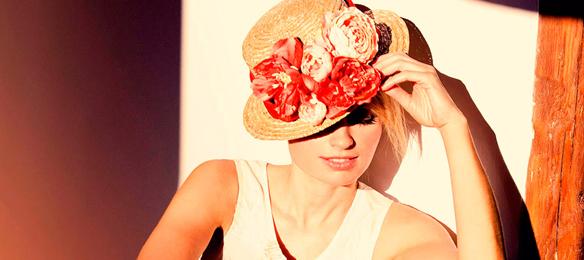 15colgadasdeunapercha_con_cabeza_y_a_lo_loco_tocados_coronas_diademas_canotiers_pamelas_turbantes_sombreros_headdresses_rita_von_5