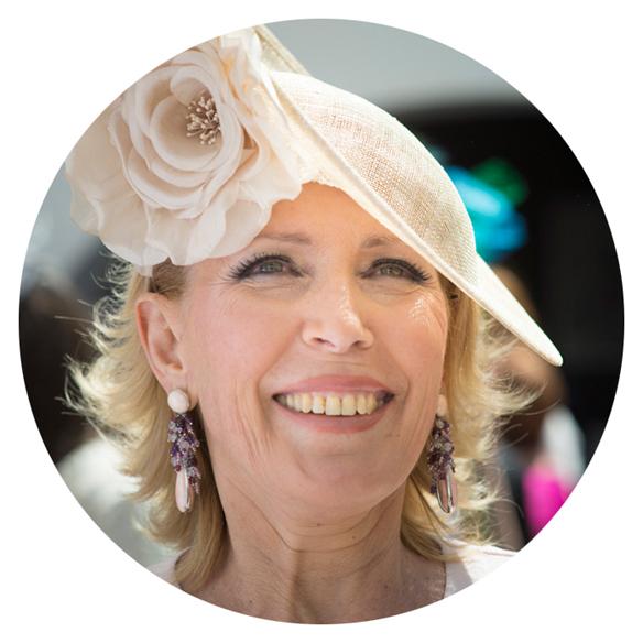 15colgadasdeunapercha_con_cabeza_y_a_lo_loco_tocados_coronas_diademas_canotiers_pamelas_turbantes_sombreros_headdresses_tousette_3