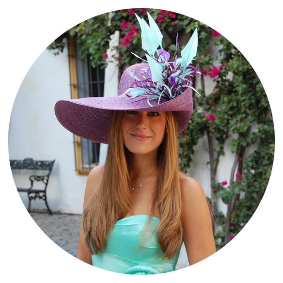 15colgadasdeunapercha_con_cabeza_y_a_lo_loco_tocados_coronas_diademas_canotiers_pamelas_turbantes_sombreros_headdresses_tousette_4