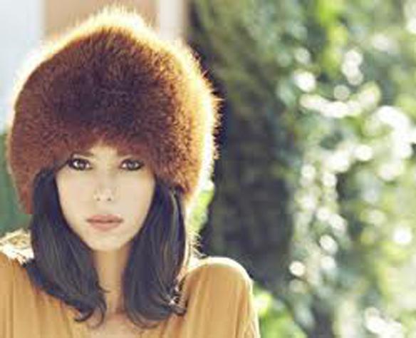 15colgadasdeunapercha_con_cabeza_y_a_lo_loco_tocados_coronas_diademas_canotiers_pamelas_turbantes_sombreros_headdresses_zhivago_turbans_1