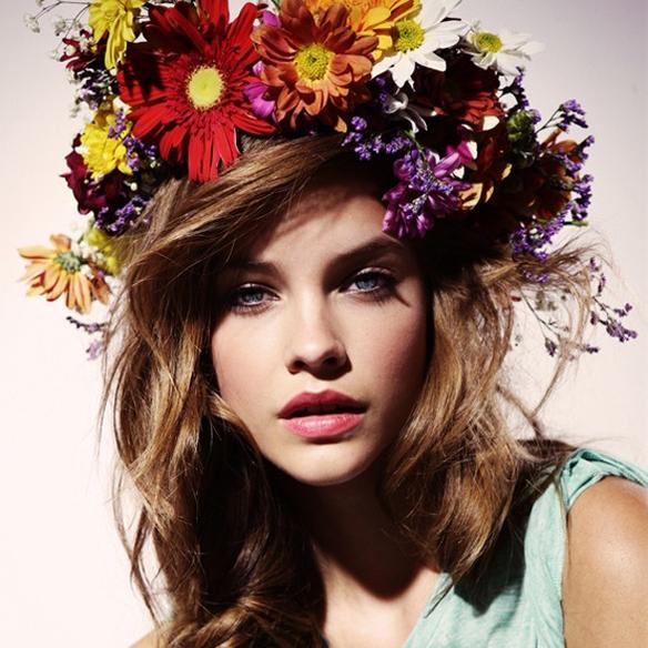 15colgadasdeunapercha_con_cabeza_y_a_lo_loco_tocados_coronas_flores_diademas_canotiers_pamelas_turbantes_tiaras_sombreros_headdresses