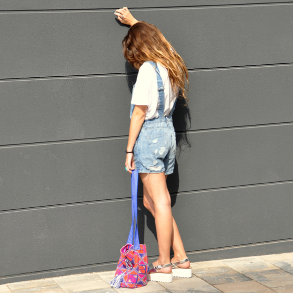 15colgadasdeunapercha_peto_dungarees_denim_azul_candy_blue_tribal_print_ugly_shoes_anna_duarte_6