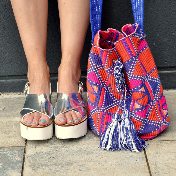 15colgadasdeunapercha_peto_dungarees_denim_azul_candy_blue_tribal_print_ugly_shoes_anna_duarte_8