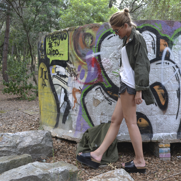 15colgadasdeunapercha_armada_alemana_army_vintage_mauerpark_shorts_desgastados_petate_backpack_camisa_flatforms_berlin_gina_carreras_3