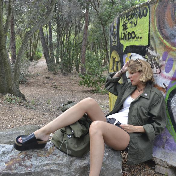 15colgadasdeunapercha_armada_alemana_army_vintage_mauerpark_shorts_desgastados_petate_backpack_camisa_flatforms_berlin_gina_carreras_9