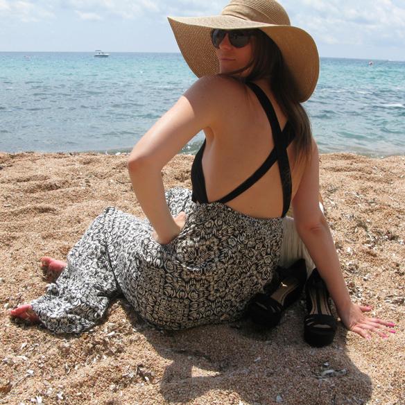 15colgadasdeunapercha_bañador_swimsuit_jaa_by_lula_pantalones_alazzo_pants_pamela_cot_capazo_julietta_barcelona_falda_flores_floral_print_skirt_sandalias_capri_sandals_carla_kissler_5