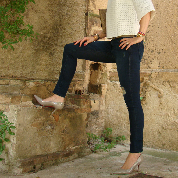 15colgadasdeunapercha_frame_denim_frayed_jeans_esgivien_crop_top_clutch_rafia_etnico_ethnic_pulseras_primavera_accesorios_bracelets_stilettos_marta_r_4