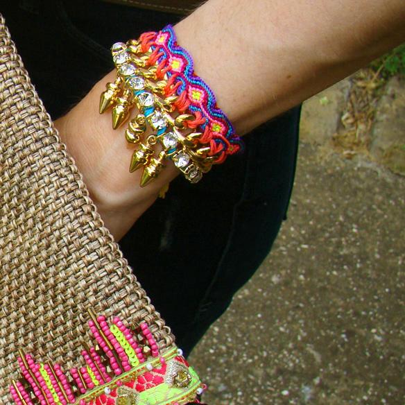 15colgadasdeunapercha_frame_denim_frayed_jeans_esgivien_crop_top_clutch_rafia_etnico_ethnic_pulseras_primavera_accesorios_bracelets_stilettos_marta_r_5