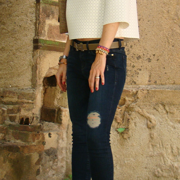15colgadasdeunapercha_frame_denim_frayed_jeans_esgivien_crop_top_clutch_rafia_etnico_ethnic_pulseras_primavera_accesorios_bracelets_stilettos_marta_r_8