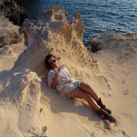 15colgadasdeunapercha_kaftan_flecos_tassels_nude_ray-ban_camperas_botines_booties_formentera_alicia_alvarez_9