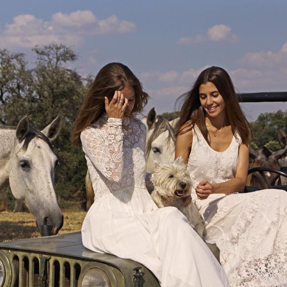 15colgadasdeunapercha_LWD_long_white_dress_vestido_largo_blanco_sandalias_planas_flat_sandals_ale_corsini_laura_pol_10