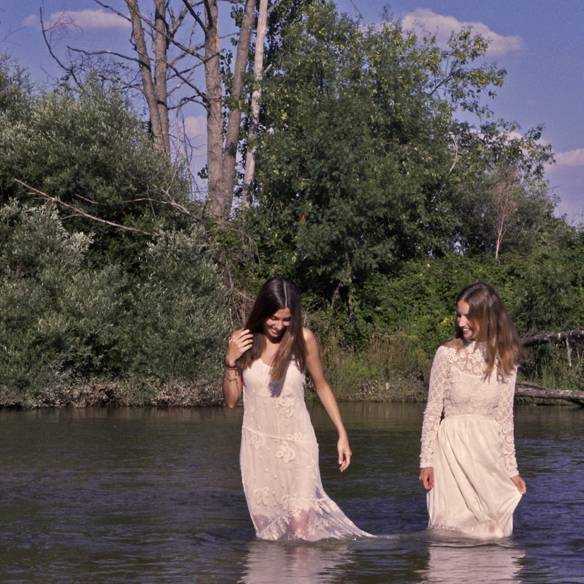 15colgadasdeunapercha_LWD_long_white_dress_vestido_largo_blanco_sandalias_planas_flat_sandals_ale_corsini_laura_pol_6