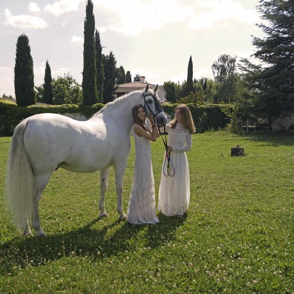 15colgadasdeunapercha_LWD_long_white_dress_vestido_largo_blanco_sandalias_planas_flat_sandals_ale_corsini_laura_pol_7