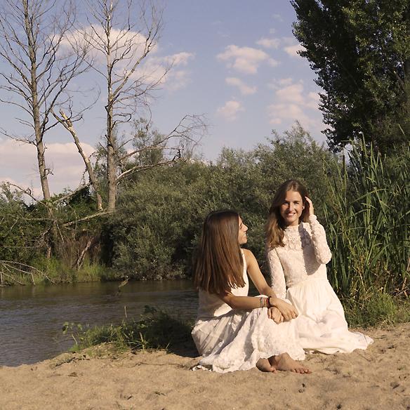15colgadasdeunapercha_LWD_long_white_dress_vestido_largo_blanco_sandalias_planas_flat_sandals_ale_corsini_laura_pol_8