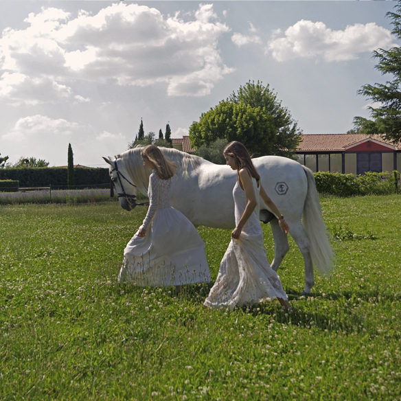 15colgadasdeunapercha_LWD_long_white_dress_vestido_largo_blanco_sandalias_planas_flat_sandals_ale_corsini_laura_pol_9
