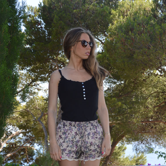 15colgadasdeunapercha_shorts_estampados_florales_floral_print_shorts_pijameros_pyjama_style_cuñas_wedges_carla_palau_10