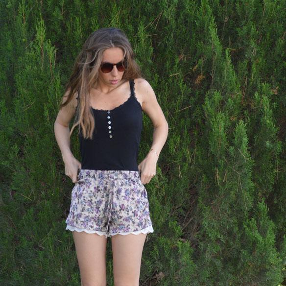 15colgadasdeunapercha_shorts_estampados_florales_floral_print_shorts_pijameros_pyjama_style_cuñas_wedges_carla_palau_2