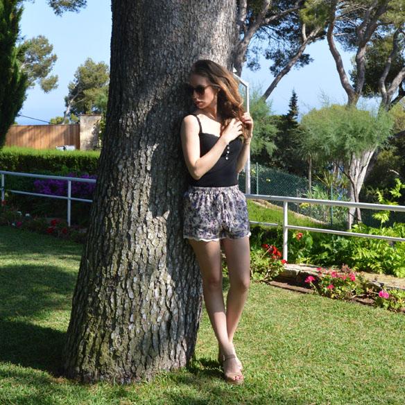 15colgadasdeunapercha_shorts_estampados_florales_floral_print_shorts_pijameros_pyjama_style_cuñas_wedges_carla_palau_3