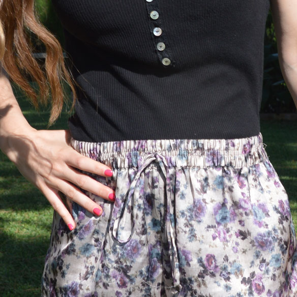 15colgadasdeunapercha_shorts_estampados_florales_floral_print_shorts_pijameros_pyjama_style_cuñas_wedges_carla_palau_4