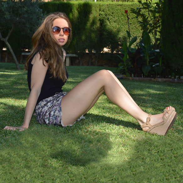 15colgadasdeunapercha_shorts_estampados_florales_floral_print_shorts_pijameros_pyjama_style_cuñas_wedges_carla_palau_5