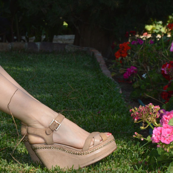 15colgadasdeunapercha_shorts_estampados_florales_floral_print_shorts_pijameros_pyjama_style_cuñas_wedges_carla_palau_7