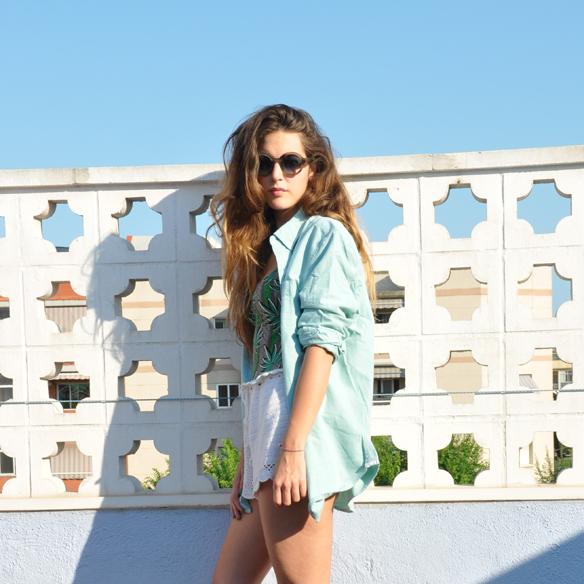 15colgadasdeunapercha_summer_verano_bañador_swimsuit_crochet_shorts_ganchillo_camisa_oversize_shirt_anna_duarte_2