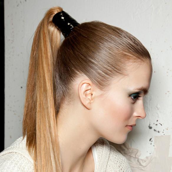 15colgadasdeunapercha_summer_verano_hairstyles_peinados_recogidos_upsweeps_trenza_braid_falso_bob_false_bob_coleta_pulida_ponytail_3