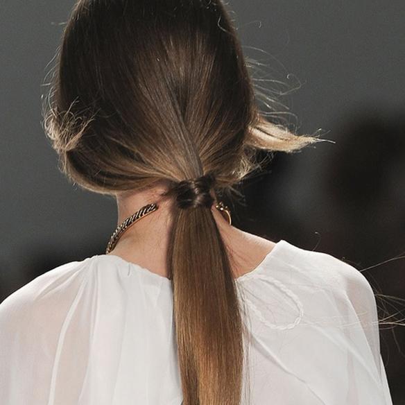 15colgadasdeunapercha_summer_verano_hairstyles_peinados_recogidos_upsweeps_trenza_braid_falso_bob_false_bob_coleta_pulida_ponytail_4