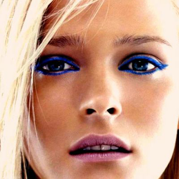 15colgadasdeunapercha_summer_verano_tendencias_maquillaje_make_up_trends_color_eyeliner_black_cat_eyes_4