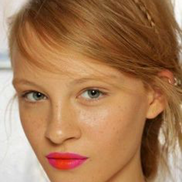 15colgadasdeunapercha_summer_verano_tendencias_maquillaje_make_up_trends_labios_bicolor_bicolor_lips_orange_naranja_fucsia_fuchsia_pink_rosa_2