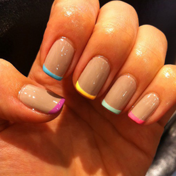 15colgadasdeunapercha_summer_verano_tendencias_maquillaje_make_up_trends_manicura_fluor_pastel_blanco_arty_nails_5