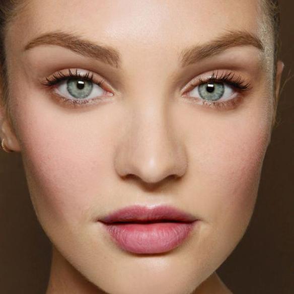 15colgadasdeunapercha_summer_verano_tendencias_maquillaje_make_up_trends_mirada_luz_iluminada_blancos_ocres_dorados_bright_look_5