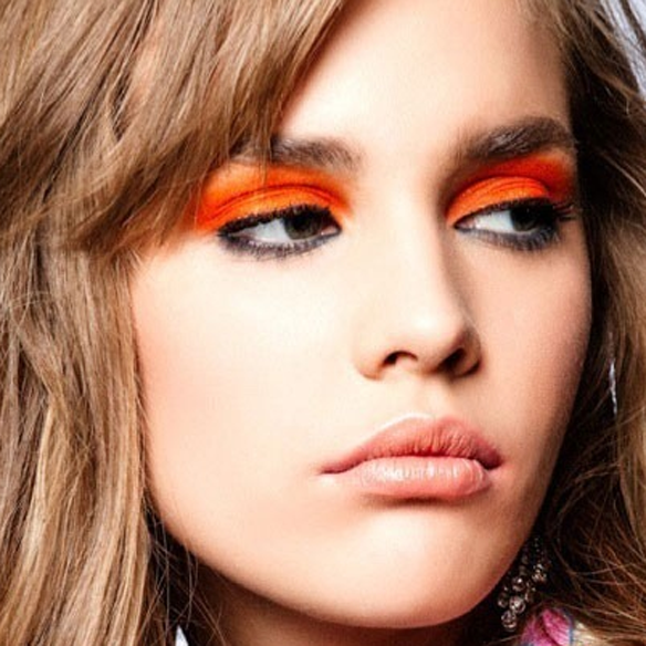 15colgadasdeunapercha_summer_verano_tendencias_maquillaje_make_up_trends_sombras_de_colores_color_eyeshadows_amarillo_verde_azul_lila_naranja_3
