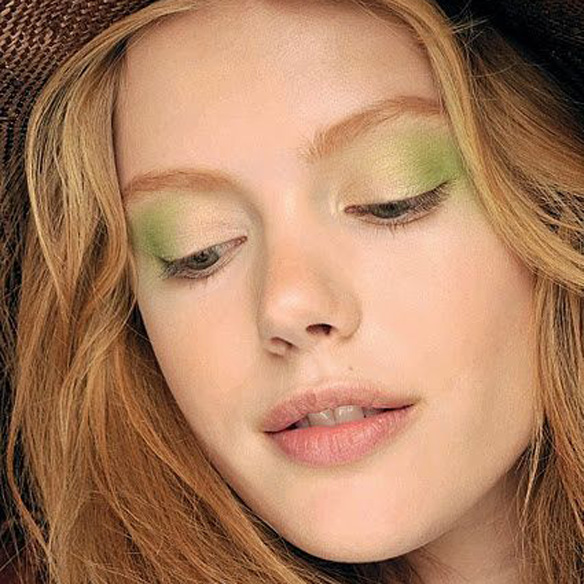 15colgadasdeunapercha_summer_verano_tendencias_maquillaje_make_up_trends_sombras_de_colores_color_eyeshadows_amarillo_verde_azul_lila_naranja_4