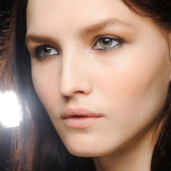 15colgadasdeunapercha_summer_verano_tendencias_maquillaje_make_up_trends_tightlining_eyes_3